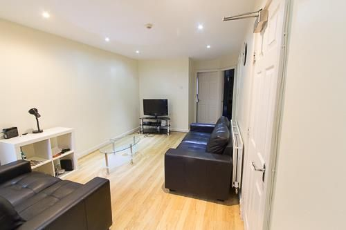 Thumbnail Flat to rent in Flat 1, 167 Hyde Park Road, Hyde Park