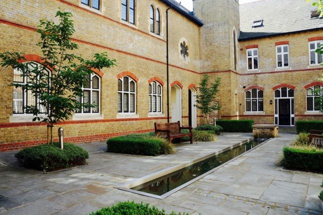 Court-Yard of Havanna Drive, London NW11