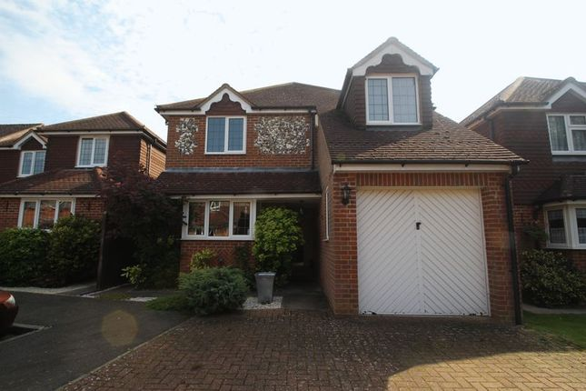 Detached house to rent in Glade View, High Wycombe