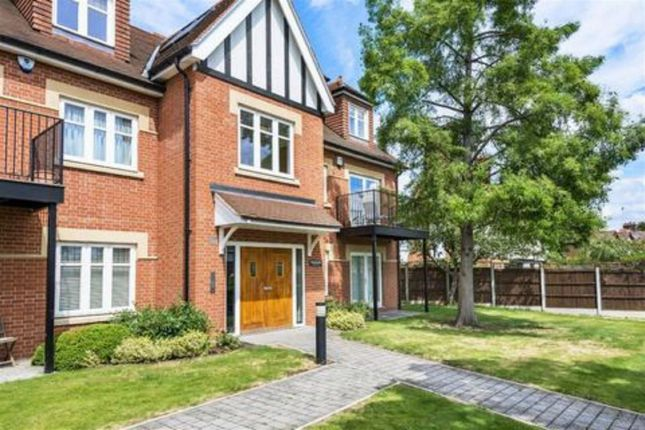 3 bed flat to rent in Treetops, Leicester Road, Wanstead