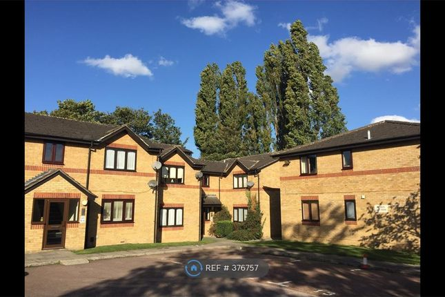 1 bed flat to rent in Victoria Close, Cheshunt