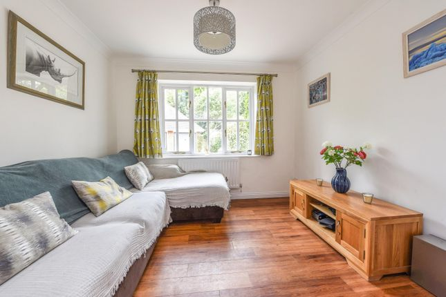 Family Room of Dean Wood Close, Woodcote, Reading RG8