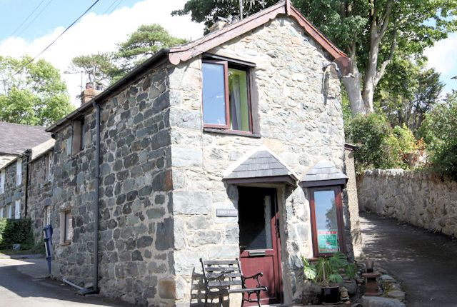Thumbnail Cottage for sale in College Road, Llwyngwril
