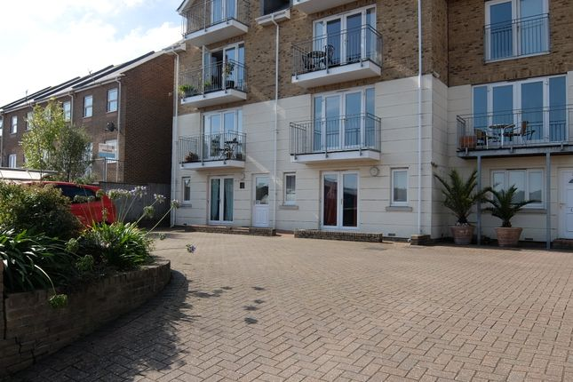 Thumbnail Flat to rent in Arctic Road, Cowes