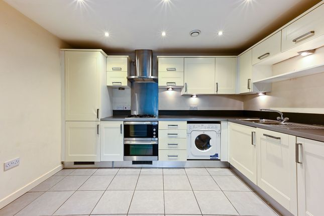 Thumbnail Flat to rent in Haling Park Road, South Croydon
