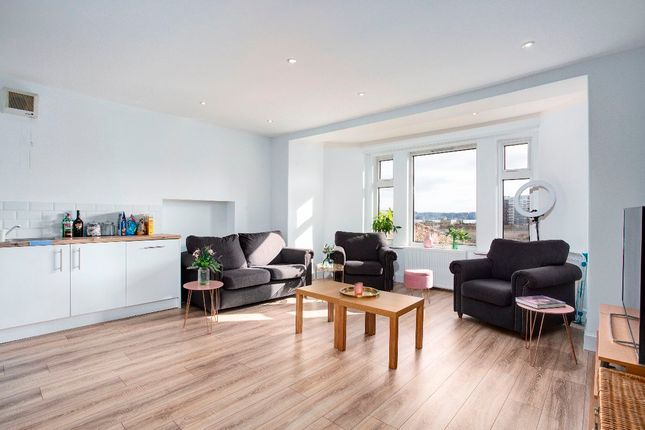 Thumbnail Flat for sale in 26c Roseangle, Dundee