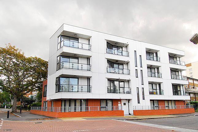 Thumbnail Flat to rent in Rowcross Street, London