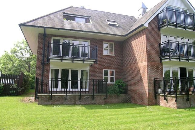 2 bed flat to rent in Waterside House, The Wharf, Pangbourne, Reading RG8