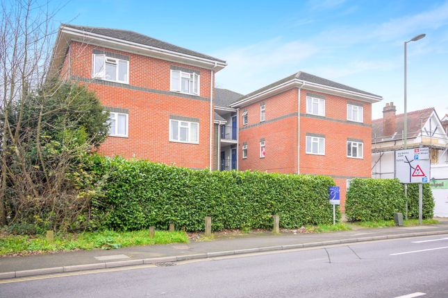 Thumbnail Flat to rent in Parvis Road, West Byfleet