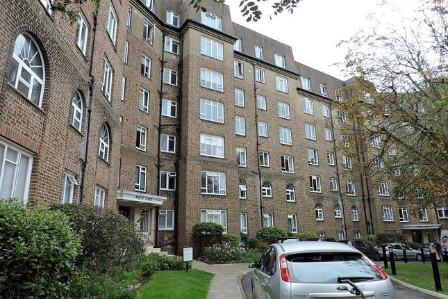 3 bed flat to rent in Wick Hall, Furze Hill, Hove BN3