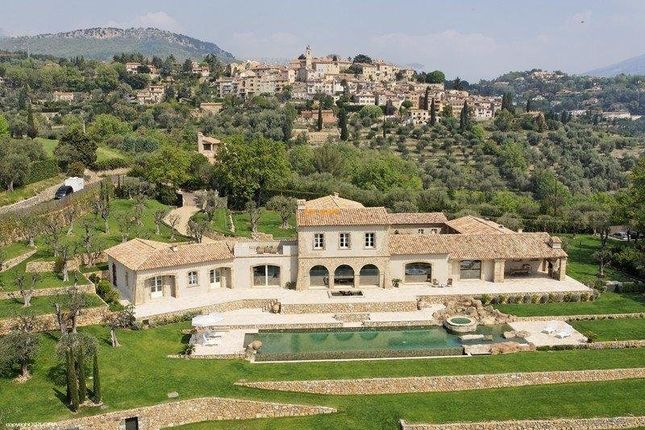 Thumbnail Country house for sale in Chateauneuf-Grasse, Provence-Alpes-Cote D'azur, 06370, France