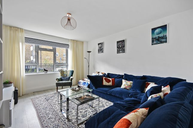 Flat for sale in Battersea High Street, London