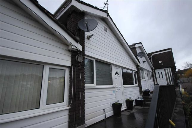 Thumbnail Flat to rent in Yew Tree Drive, Stockport, Cheshire