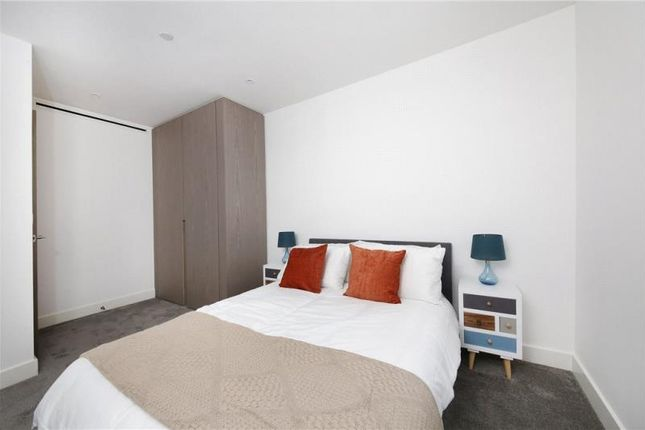 Thumbnail Property to rent in Vaughan Way, London