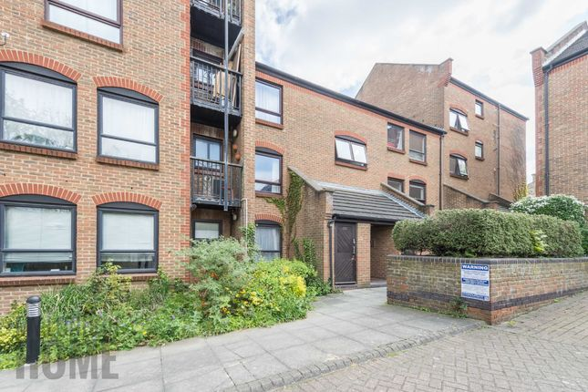 2 bed flat for sale in Horseshoe Close, Canary Wharf, London