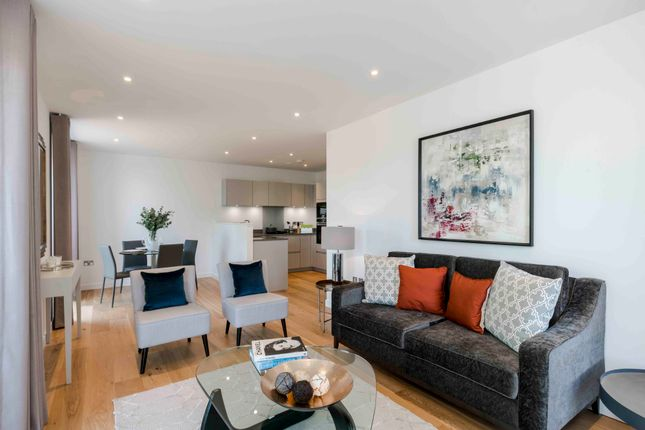 Thumbnail Flat to rent in Strathblaine Road, London