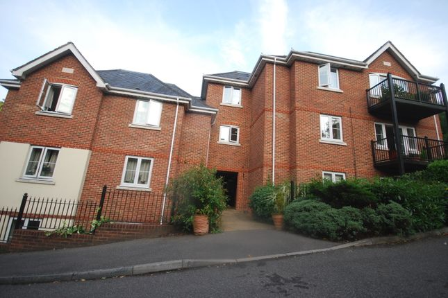 Room to rent in Charterhouse Road, Godalming