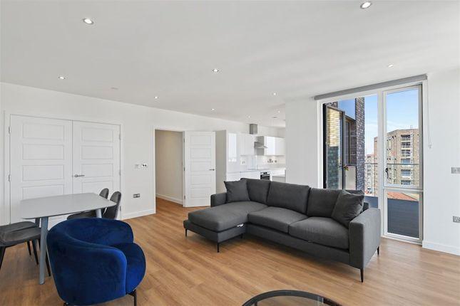 Thumbnail Property to rent in Wallis Walk, London