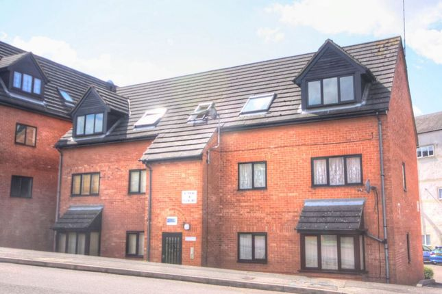 Thumbnail Flat for sale in Highgrove Court, Rushden, Nortahmptonshire