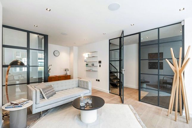Thumbnail Mews house to rent in Oldbury Place, Marylebone, London