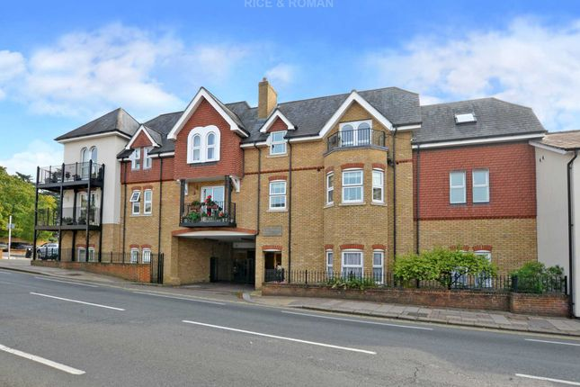 Thumbnail Flat to rent in Elizabeth Court, Oatlands Drive, Weybridge