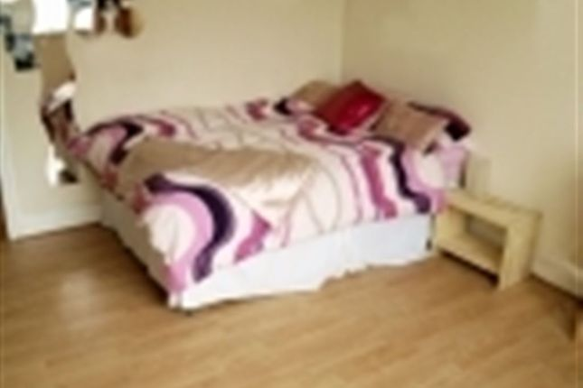 Thumbnail Flat to rent in Otley Road, Headingley, Leeds