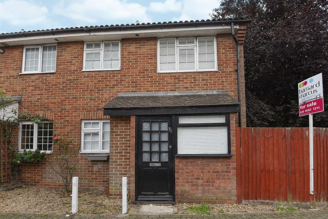 Thumbnail Terraced house for sale in College Gardens, London
