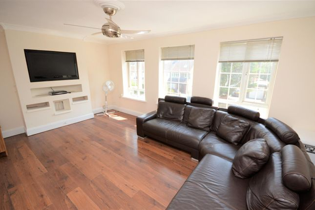 Thumbnail Maisonette for sale in The Warren, How Wood, Park Street, St.Albans