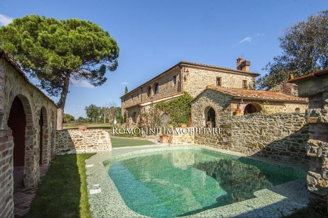 5 bed country house for sale in Arezzo, Tuscany, Italy