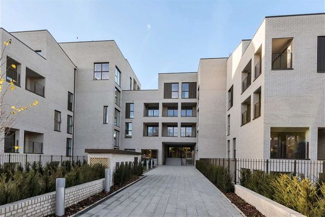 Thumbnail Flat to rent in The Avenue, Brondesbury Park, London