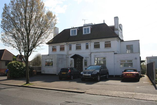 Thumbnail Flat for sale in Kings Road, Westcliff-On-Sea