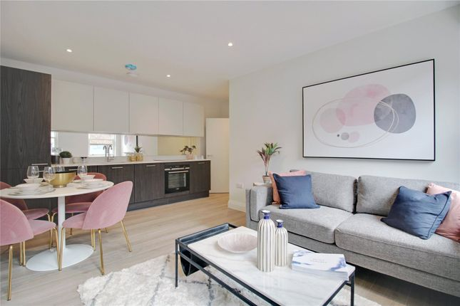 2 bed flat for sale in Guildford Street, Chertsey KT16