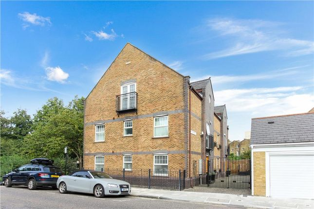 2 bed property to rent in Old Canal Mews, London, Greater London SE15