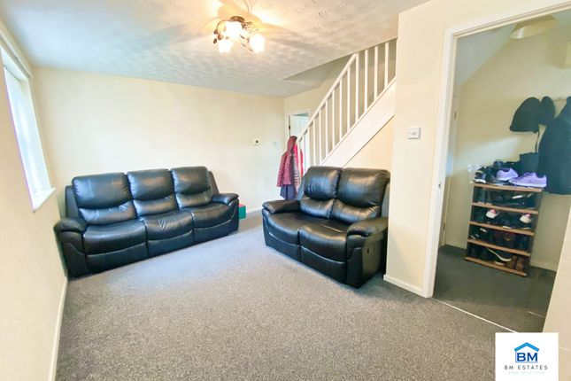 Lounge of Bramble Close, Hamilton LE5
