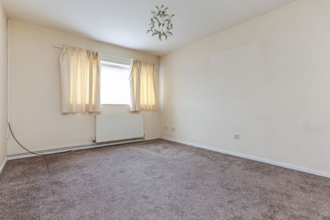 Lounge of Highters Close, Maypole, West Midlands B14
