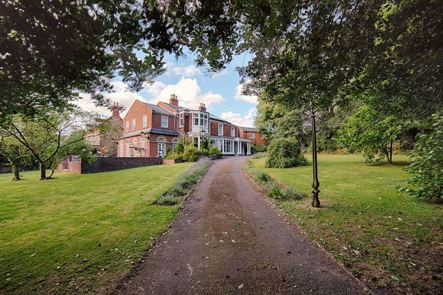 Thumbnail Property for sale in South Cliff Road, Kirton Lindsey, Gainsborough