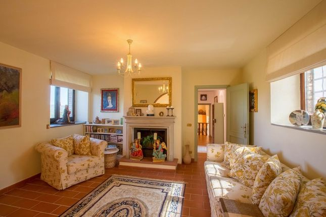 Montone A Piedi, Montone, Sitting Room With Fireplace