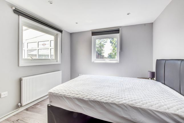 Thumbnail Room to rent in Abbotsfield Road, Ifield, Crawley