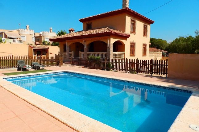 Thumbnail Villa for sale in Pinar De Campoverde, Alicante, Spain