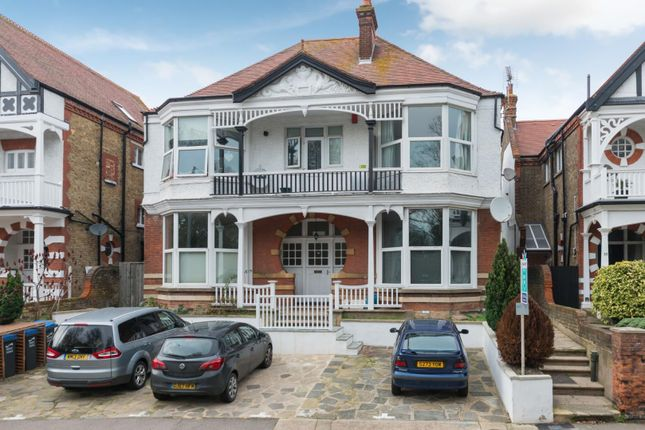 2 bed flat to rent in Park Road, Ramsgate CT11