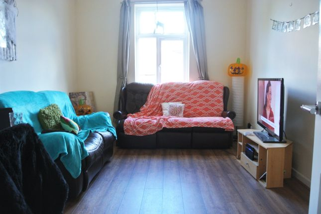Thumbnail Terraced house to rent in Richmond Grove, Victoria Park