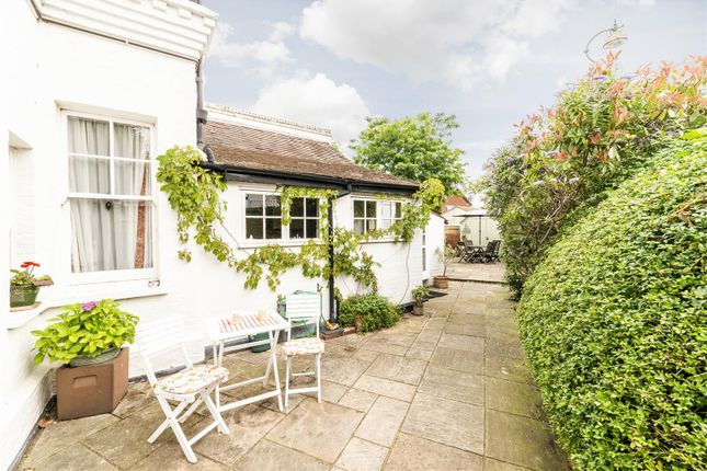 Highres2304559 of Angel Road, Thames Ditton KT7