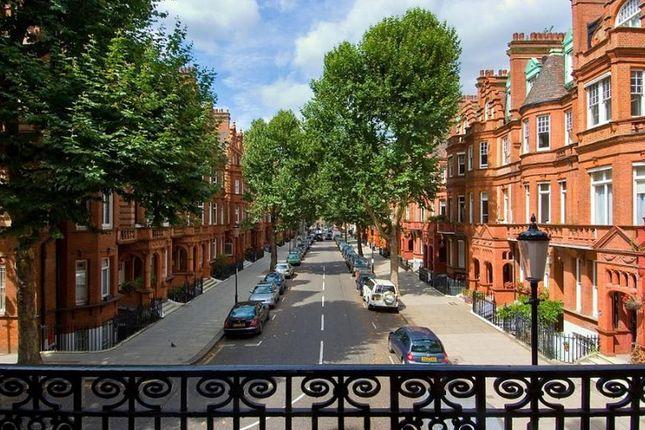 Thumbnail Flat to rent in Sloane Gardens, London