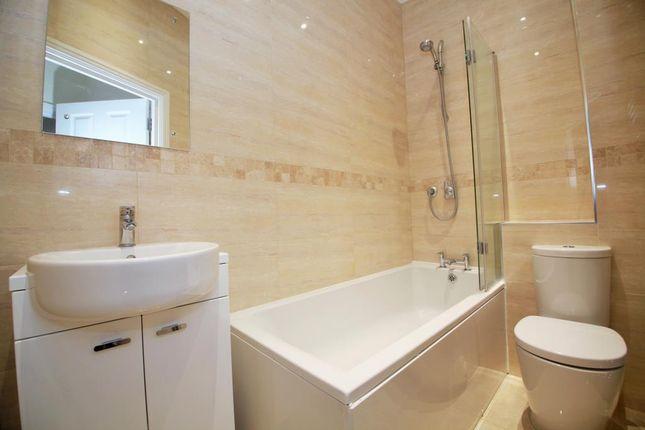 Bathroom of London Street, Reading, Berkshire RG1