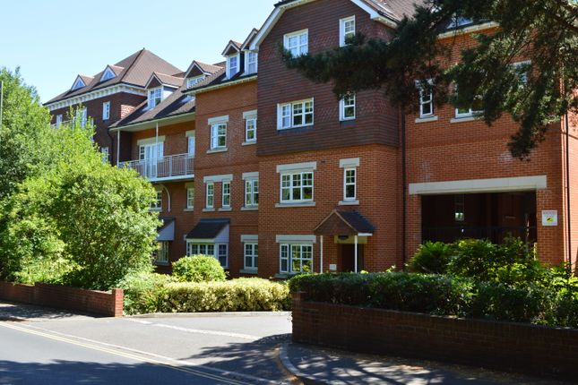 Thumbnail Flat to rent in Heathside Road, Woking