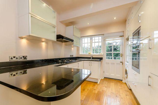 Thumbnail Flat to rent in Roehampton Close, Putney