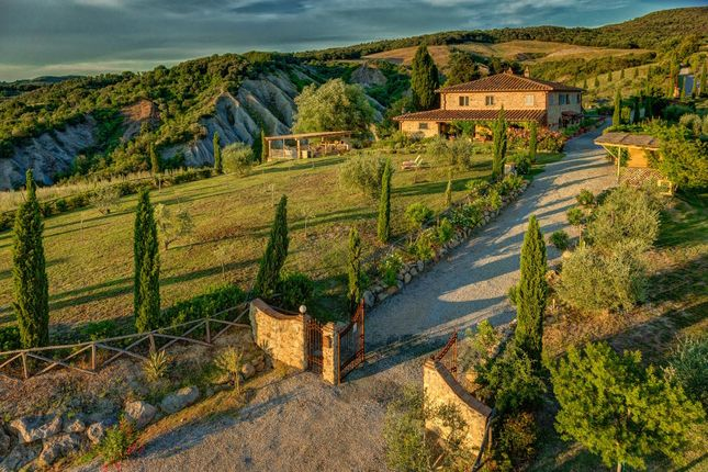 6 bed country house for sale in Montaione, Florence, Tuscany, Italy