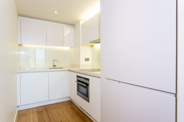 Kitchen of Pan Peninsula Square, East Tower, Canary Wharf E14