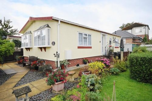 2 bed mobile/park home for sale in Doveshill Park, Barnes Road, Bournemouth, Dorset