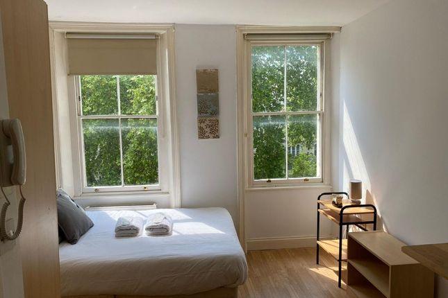 Studio to rent in Kensington Gardens Square, London